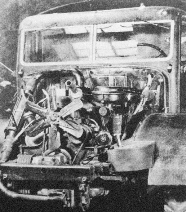 Csepel D 420 típusú teherautóba beépített motor feltöltővel