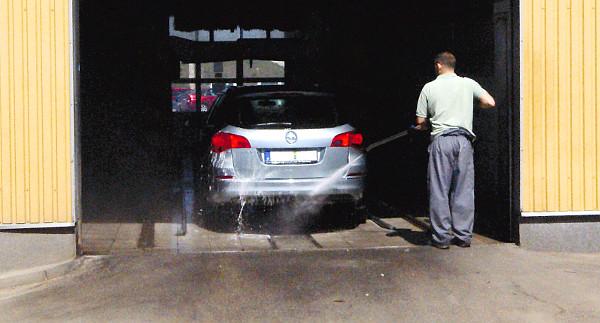 Általában tiszta, lemosott autót kap vissza az ügyfél a márkaszerviz-látogatás után