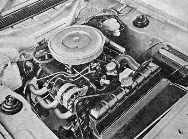 A motortérben az erőforrás aránytalanul kicsinek tűnik. A meglepően csendes járású V6-motor a Capri 3000-GT-t 9,8 másodperc alatt álló helyzetből száz kilométeres tempóra gyorsítja fel
