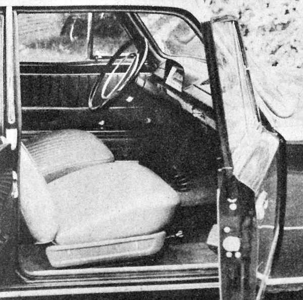 A VAZ-2101 dönthető támlájú első üléseire és a süllyesztett ajtókilincsre hívjuk fel itt a figyelmet