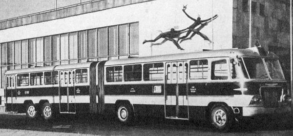 A FAÜ műhelyében készült négytengelyes csuklósbusz