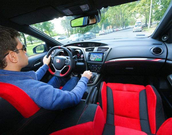 Vöröset lát a sofőr. Fotó: Lővei Gergely