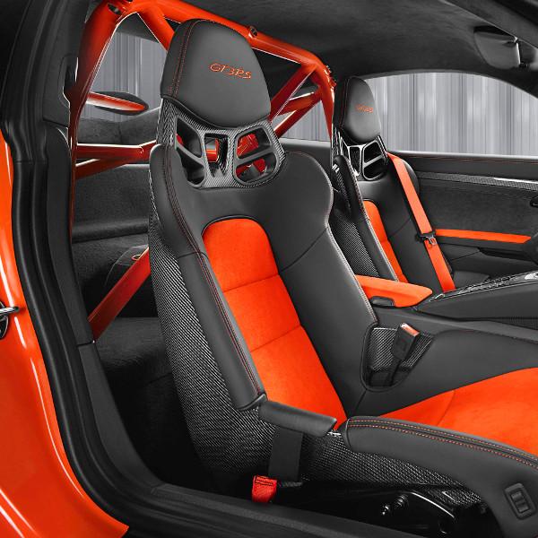 Bukókeret, versenyövek - egyértelmű, hogy nem csak utcai használatra szánják a 911 GT3 RS-t