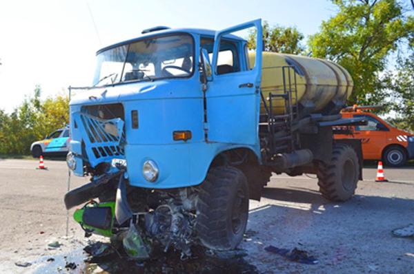 Nem volt esélye a motoron ülőknek Jászárokszállás határában Fotó: JNSZM RFK