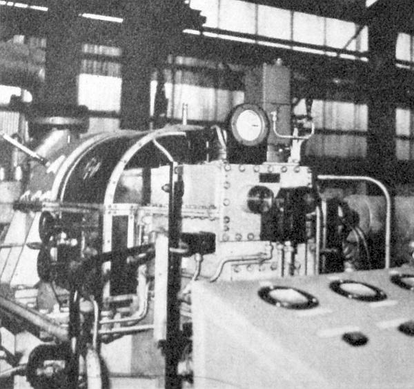 Ez a turbókompresszor keringeti a gázt a reformáló üzemben