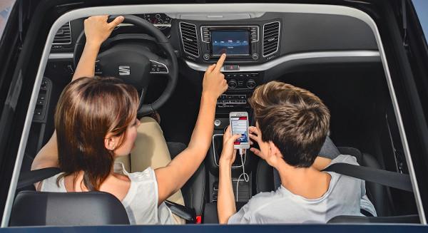 Az okostelefon-tükrözés mellett van külön Seat alkalmazás az autóval való távoli kapcsolattartáshoz