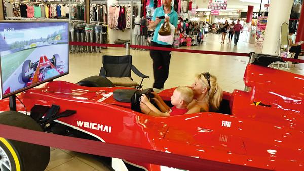 A bevásárlóközpontok látogatói nagyon kedvelik az élethű szimulátort