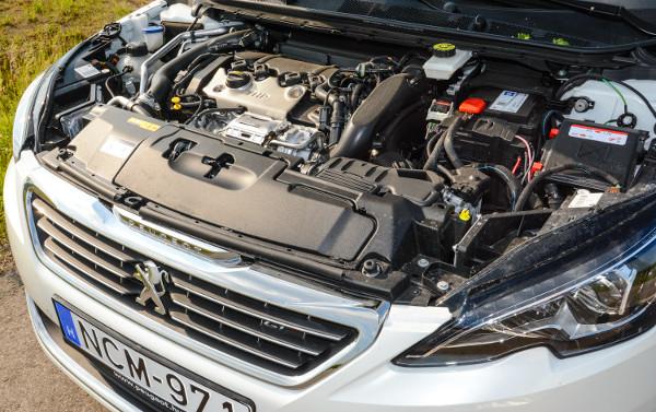 """""""Harapós"""" a 205 lóerős motor, étvágya azonban 8,0 liter alatt tartható"""