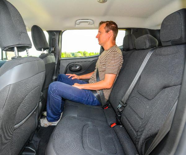 Vetélytársaihoz képest hatalmas a hely az új Jeepben