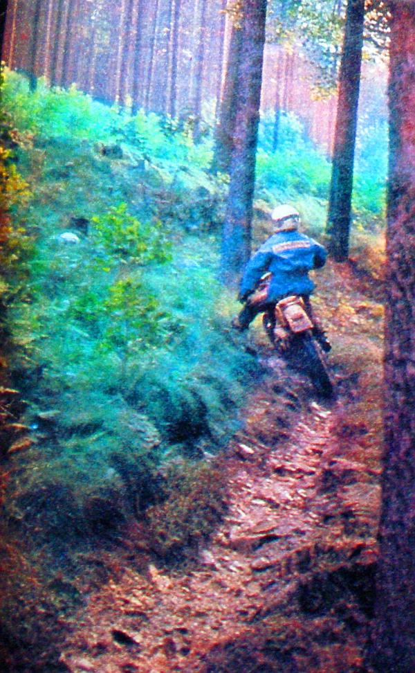 Csodálatos környezetben keréknyomnyi ösvény vezet fel a csúcsra. Udo Grellman (DDR) még útközben