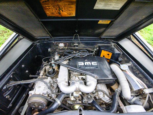 2,9-es V6-osa 132 lóerős, végsebessége 209 km/óra