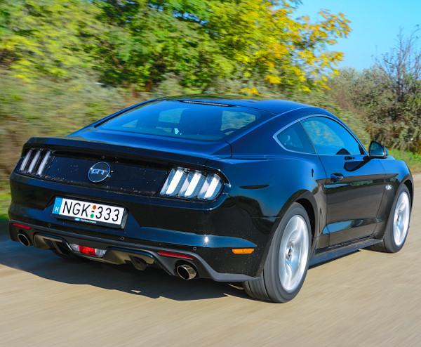 Terebélyes méretek, de sportos mozgás jellemzik a legújabb Mustangot