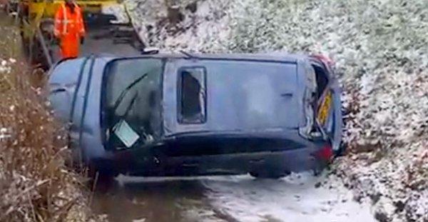 A Levorg sérüléséből ítélve a felborult autóba csúszott bele az Outback, amely aztán az oldalára dőlt