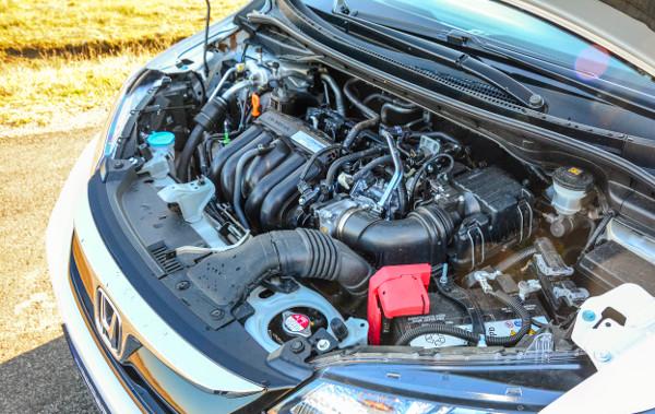 Egyféle motor, az 1,3-as szívó benzines választható, később lesz hibrid