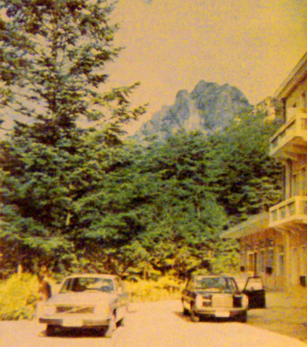 Künganszan Hotel a Gyémánt-hegységben – Volvóval és Mercedessel