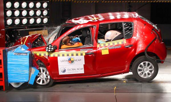 Légzsák nélkül forgalmazzák a Sandero-t Dél-Amerikában, szóval arrafelé nem az európai biztonsági szintet nyújtja a Renault