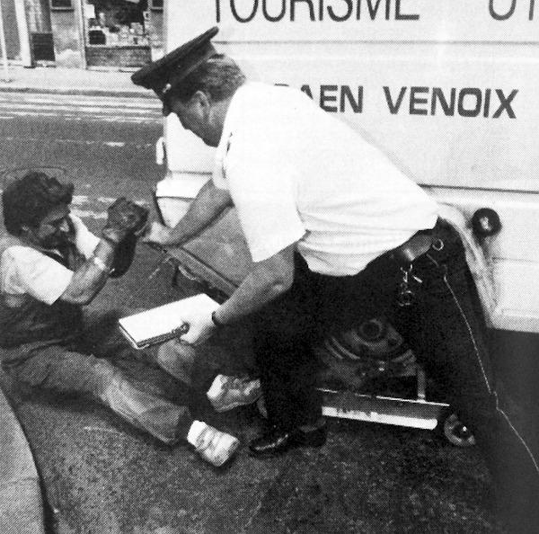 A kisteherautó sem akadály, viszont a rendőr (fizikai) segítsége is szükséges