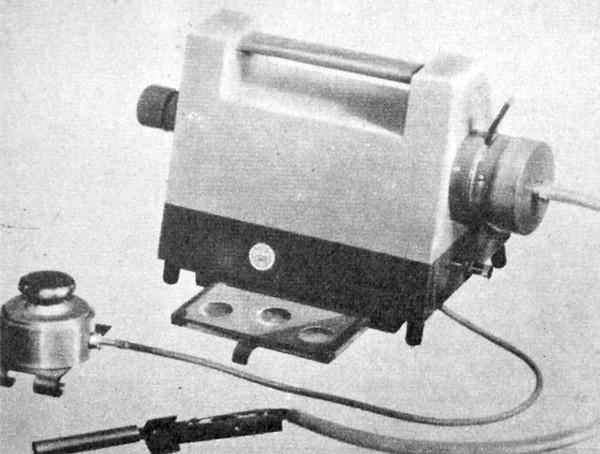 Az ATUKI hordozható füstölés-ellenőrző készüléke (Fényszöv – Szíjjártó Pál felvétele)