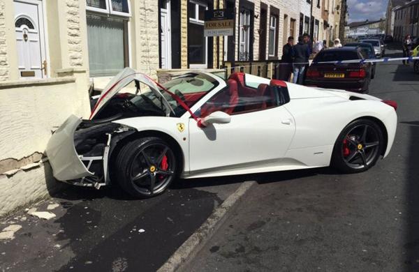 Szegény Ferrari (Fotó: mashable.com)
