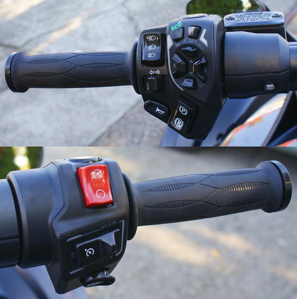 Az elektromos rögzítőfék a bal oldali, míg a tempomat a jobb oldali markolatról aktiválható