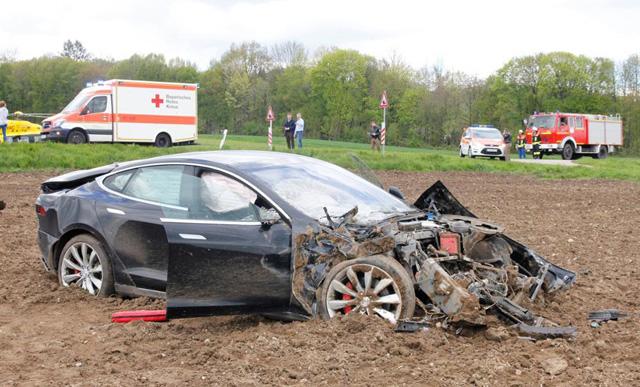 Ennyi maradt a Teslából (Fotó: autoevolution.com)