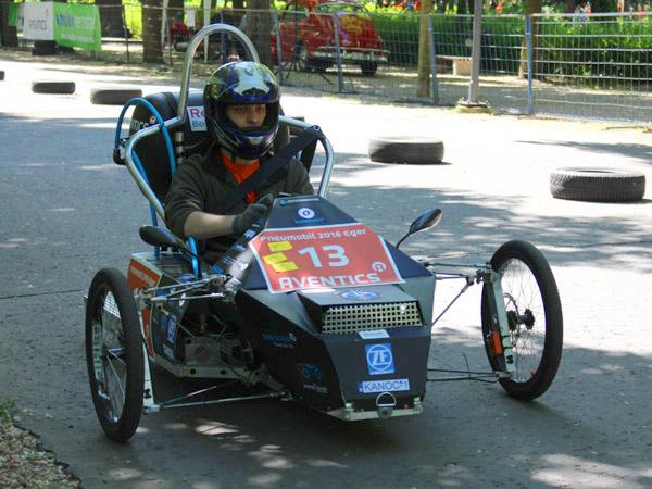 A két futamban is győztes Műszakik Kanóc Team nyerte idén a legjobb pneumobilnak járó fődíjat. Fotó: Tóth Balázs