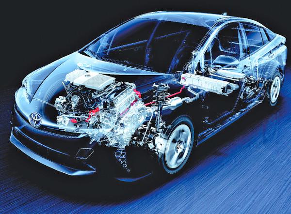 Igyekeztek minden nagy részegységet a kocsi közepe felé elmozdítani, így került a nikkel-metál hidrid akkumulátor a hátsó ülés alá, a belső égésű erőforrás pedig 20 centivel lejjebb és kicsit hátra a motortérben
