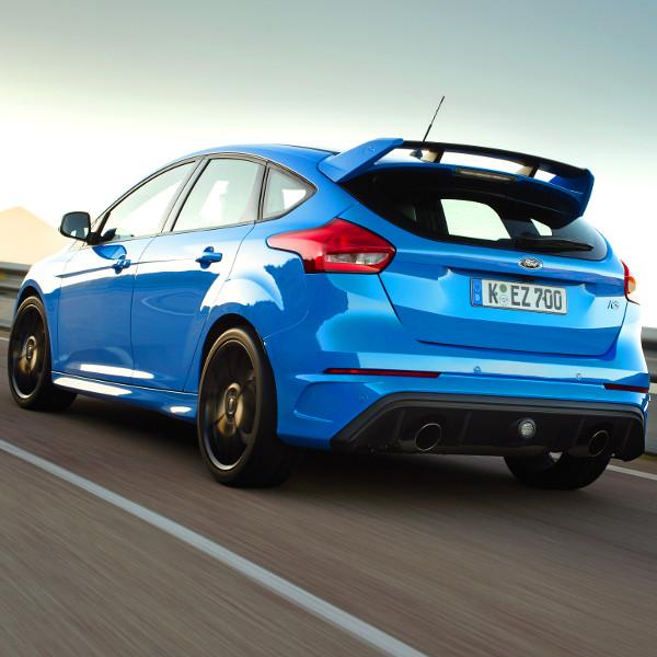 Csak kézi váltóval létezik Focus RS-t. Költség- és súlycsökkentési okokból vetették el a duplakuplungos rendszereket