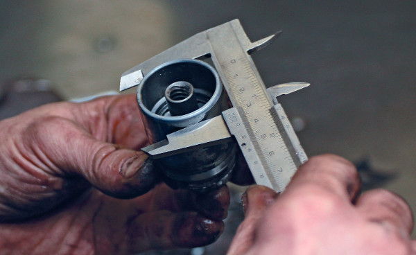 A dugattyú átmérőjének ellenőrzése a megfelelő karmantyú kiválasztásához