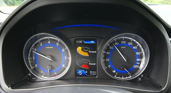 Erőmérő- kereszt/hosszirányú gyorsulás kijelzése - csak néhány a GLX monitorának funkciói közül. A GA-ban még fordulatszámmérő sincs