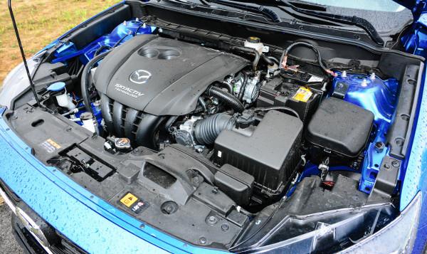 A gyengébbik szívómotor is rendben van, könnyen megbirkózik a kicsi autóval