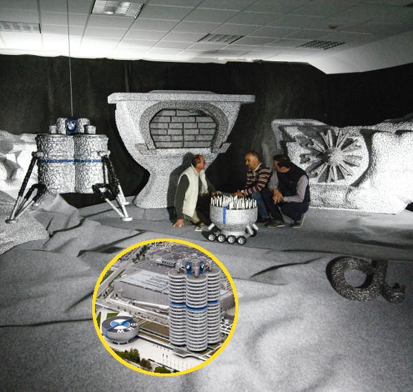 Mi a BMW-bolygón, a kis képen pedig az eredeti müncheni központ és múzeum