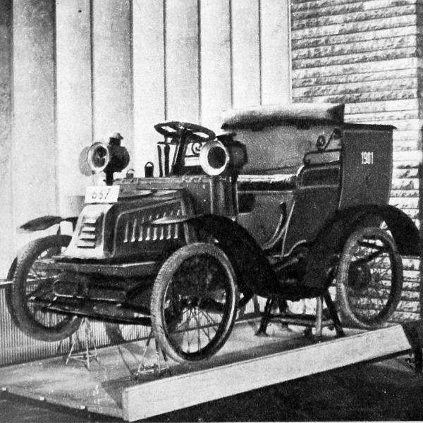 Peugeot levélgyűjtő gépkocsi 1901-ből, egyhengeres, négy-lóerős motorral