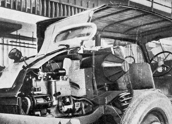 A régi szakembereknek és a fiatal autórajongóknak egyaránt sok érdekességet mutat egy ilyen 1934-ből származó farmotoros Mercedes