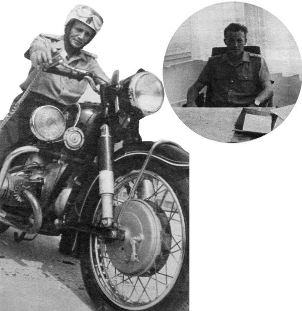 A parancsnok, aki maga is motorra ül...