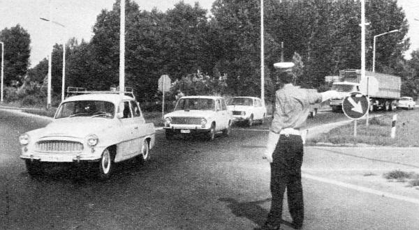 A zamárdi becsatlakozás, ahol péntektől vasárnapig csak rendőri irányítással oldható meg a folyamatos forgalomáramlás