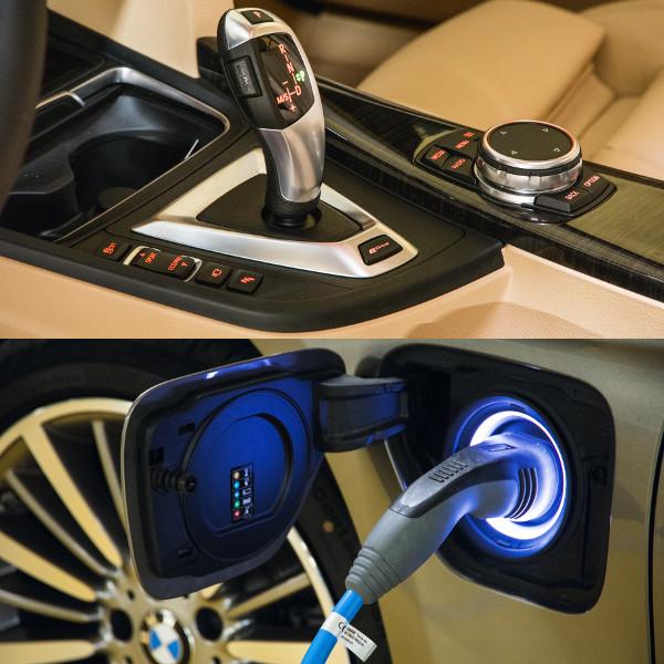 A váltókar mögött van az üzemmódválasztó kapcsolója, egyébként minden olyan, mint a többi 3-asban. A BMW i Wallbox falitöltővel egy órával csökken a töltési idő, ezzel 2 óra 15 perc elég a művelethez