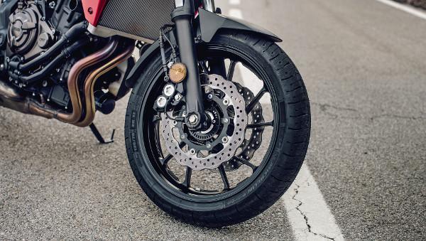 A cég szeretné a teljes piacot lefedni új termékével, ezért az autókkal párhuzamosan már a motorkerékpárokhoz is elérhető az Eco-Friction modellcsalád. Fotó: Pulai László és Ferodo