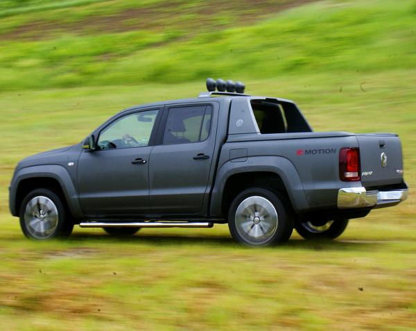 Nem változtak a méretek, s így a tereptulajdonságok, a leggyengébb V6-os TDI hátsókerékhajtással is elérhető lesz