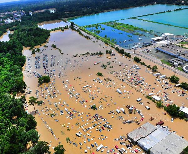 áradás
