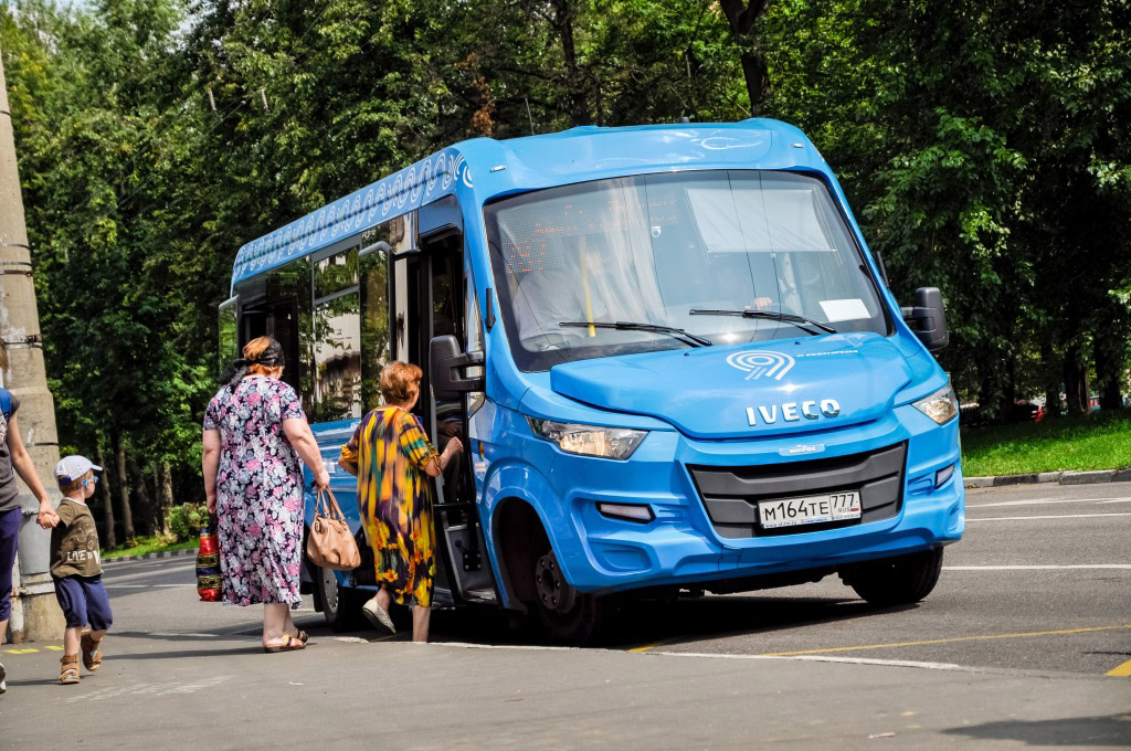 Daily minibus 02