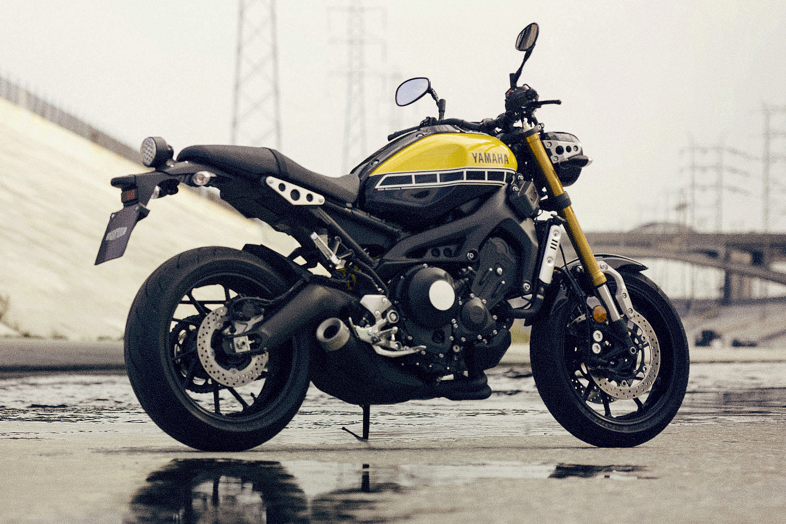 Az egyik leginkább részletgazdag Yamaha az XSR900-as. A kipufogó egészen tömzsi