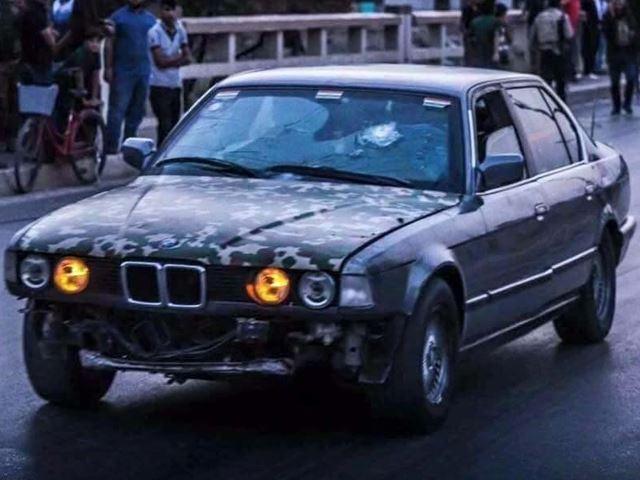 70 ember életét mentette meg a páncélozott BMW (Fotó: basnews.com)