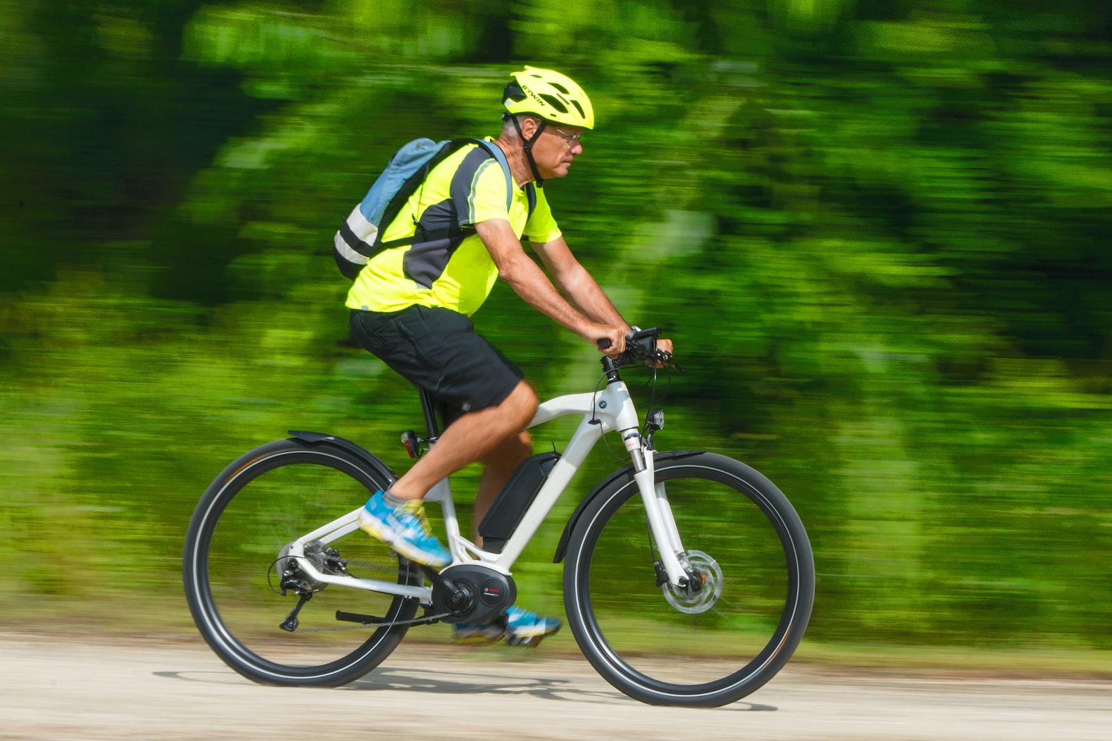 Mintha örökké lejtőn, hátszélben bicikliznél!