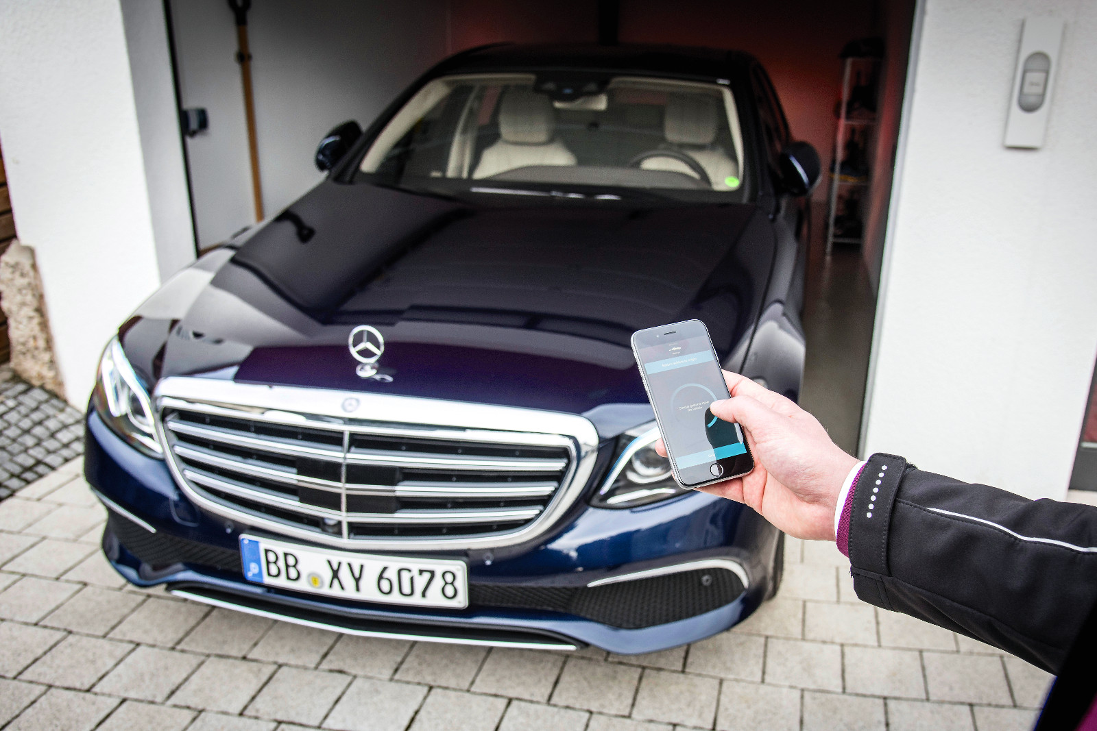 Mercedes-Benz Remote Park-Pilot: Szűk helyre képes távirányítással be- és kiállni a megfelelő extrák megléte esetén