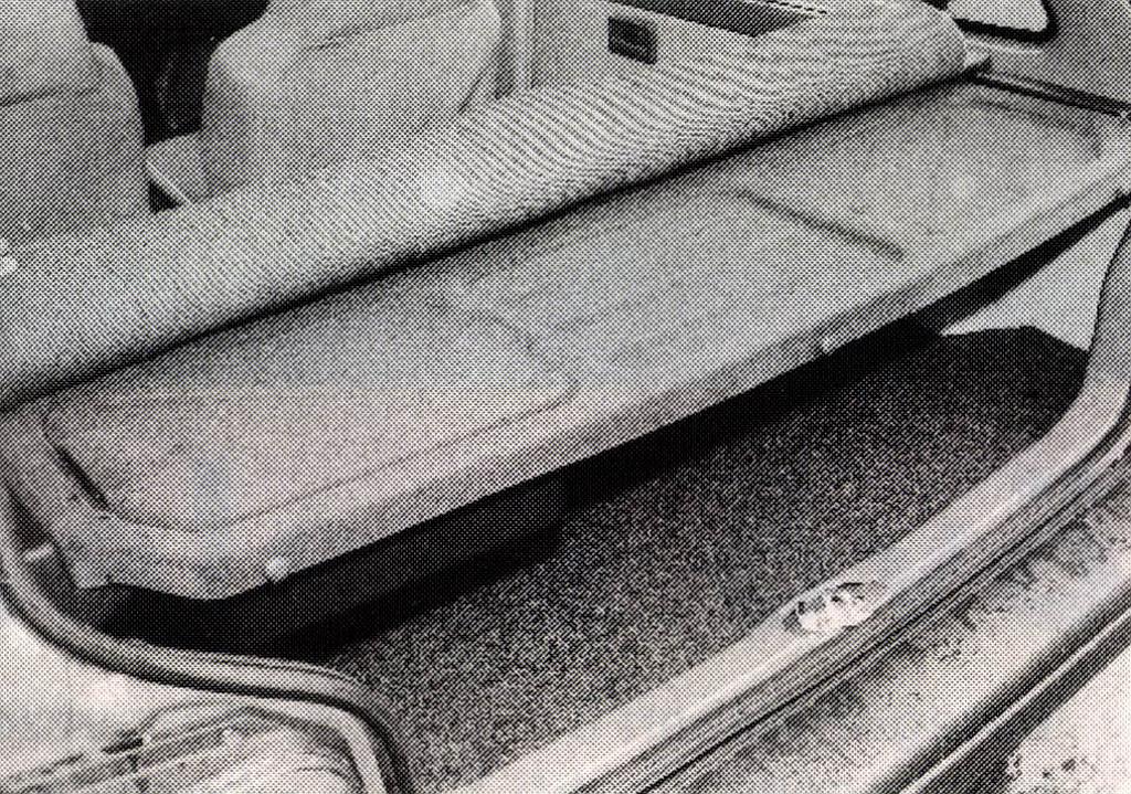 Mint a gyári: az autó Indiából, a kalaptartó Komlóról származik