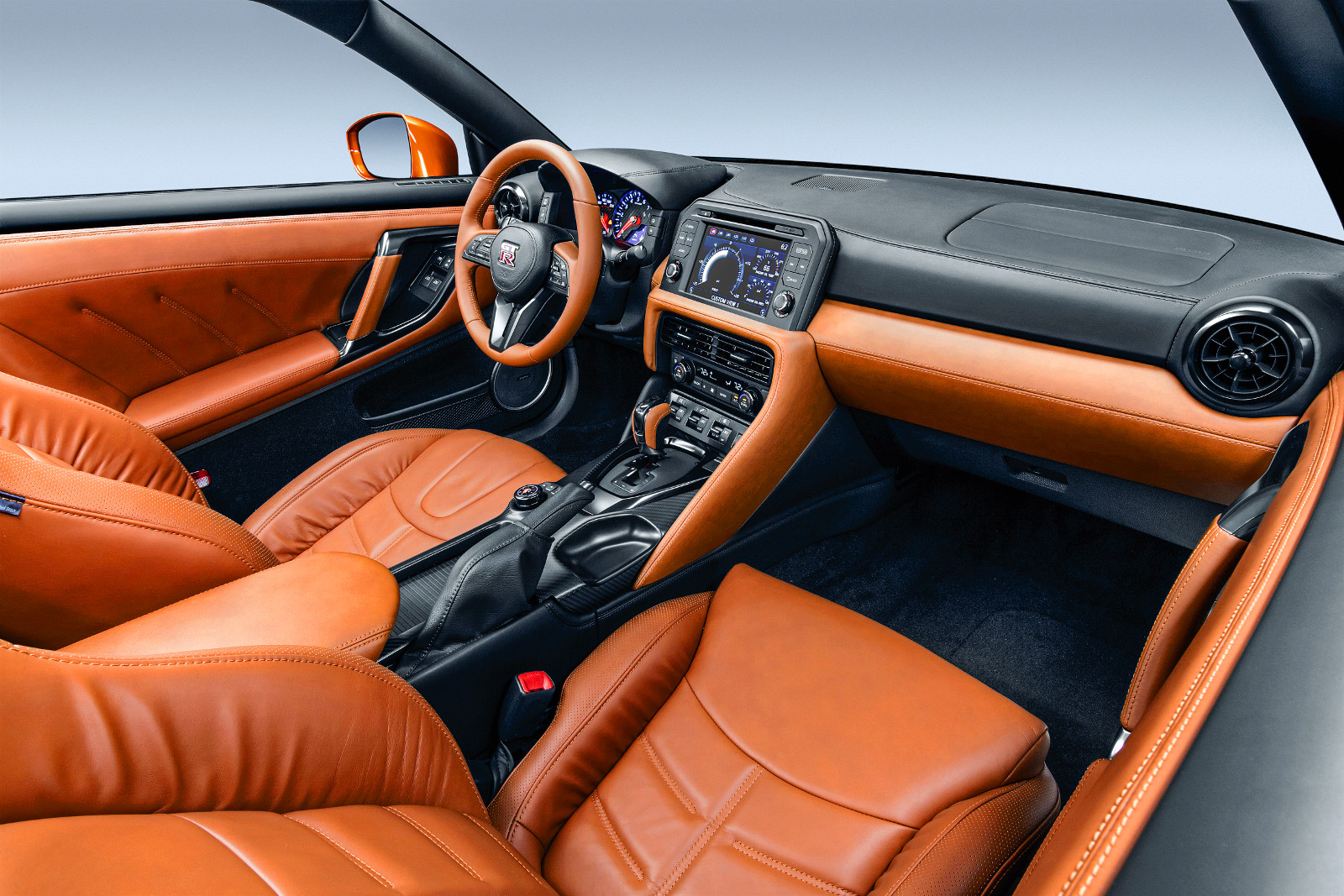 Hiányolták a kétszínű belsőt a visszaeső GT-R-vásárlók, most végre megkapták