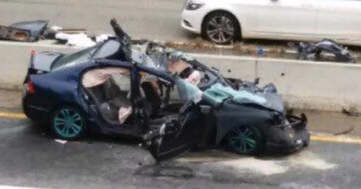 Le akarta videózni, ahogy száguld az autópályán, helyette a balesetét vette fel – VIDEÓ