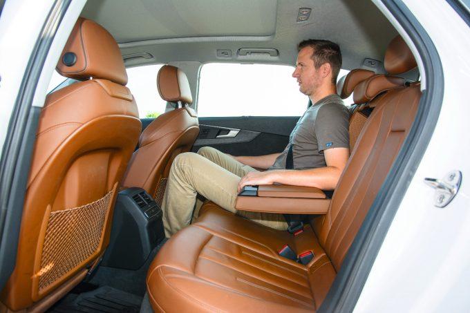 A középső ülés kivételével magas szintű komfortot nyújt az Avant