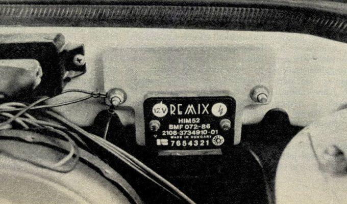 A Remix-elektronika jól láthatóan kisebb, mint a hozzánk érkező autók gyárilag szerelt alkatrésze és megbízhatóbb is